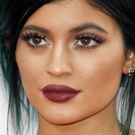 "When Kylie exaggerates her ""natural"" lip line."